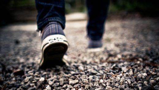In seinen Schuhen gehen