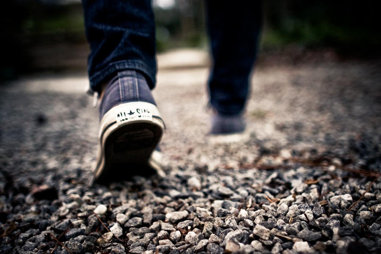 Steh auf und stell dich auf deine Füße